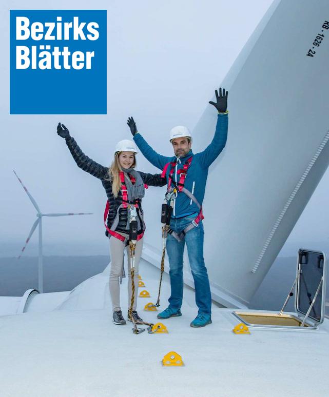 Jessica Pilz auf einem Windrad in 143 Metern Höhe.
